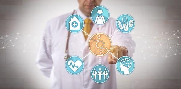 Ein Doktor im Hintergrund. Im Vordergrund verschiedene Symbole für Medizin und Pflege