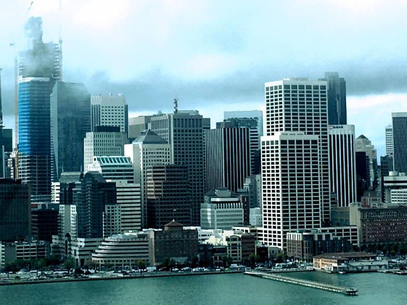 Eine Großstadt mit vielen großen Gebäuden